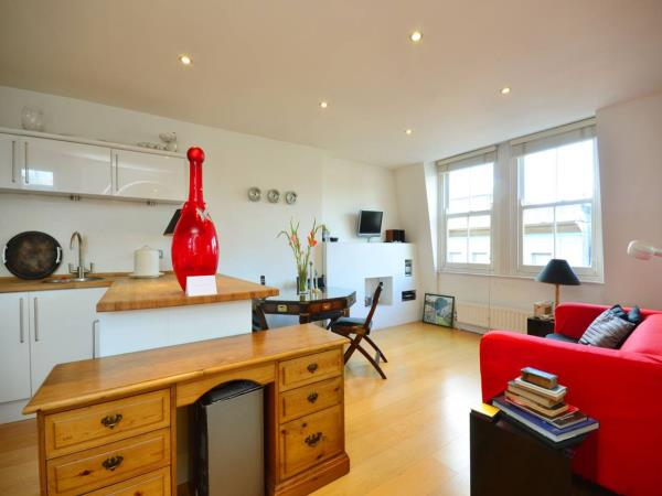 Property & Flats to rent with Foxtons (West End) L2L1204-895
