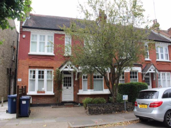 Property & Flats to rent with One Nest L2L13547-166