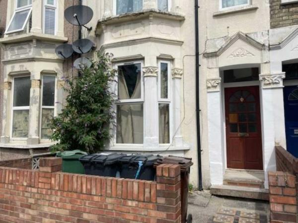 Property & Flats to rent with Allen Davies L2L225-139