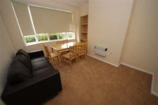 Property & Flats to rent with Gascoigne Pees (Kingston) L2L2287-196