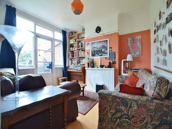 Property & Flats to rent with Homefinders - Hackney L2L2465-197