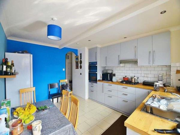 Property & Flats to rent with Homefinders - Hackney L2L2465-432