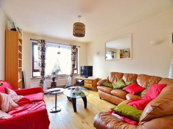 Property & Flats to rent with Homefinders - Hackney L2L2465-433
