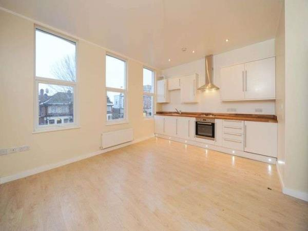 Property & Flats to rent with Homefinders - Stratford L2L2466-332