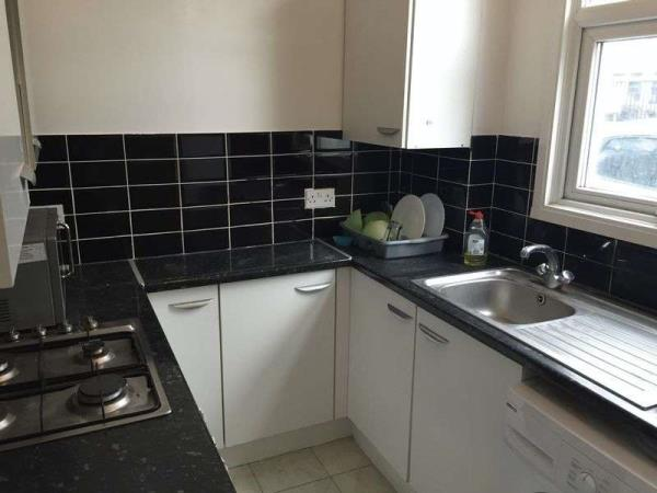 Property & Flats to rent with Lloyds Residential Bethnal Green L2L2718-3065