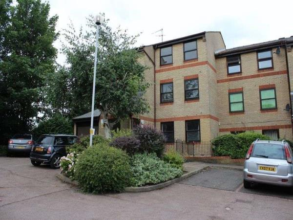 Property & Flats to rent with Lloyds Residential Bethnal Green L2L2718-5163