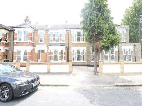 Property & Flats to rent with Lloyds Residential Bethnal Green L2L2718-5167