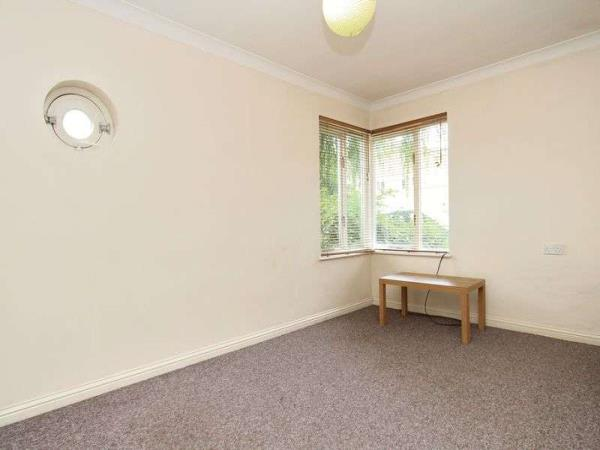 Property & Flats to rent with Franklyn James Bow L2L4144-291
