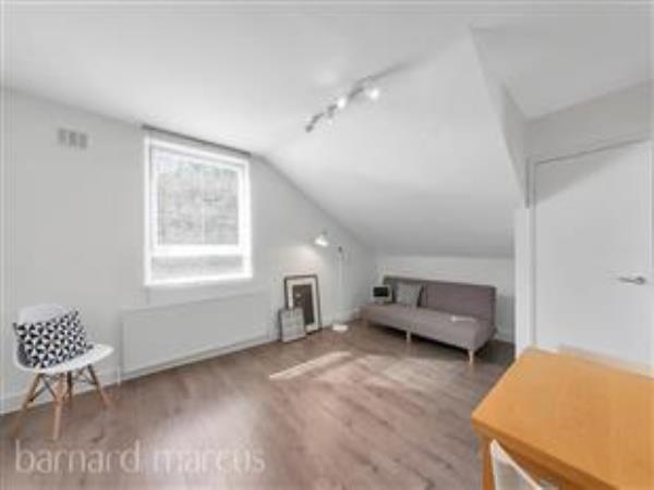 Property & Flats to rent with Barnard Marcus (Ealing) L2L429-178
