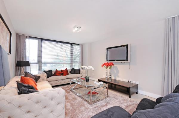 Property & Flats to rent with Hunters Marylebone L2L4544-248