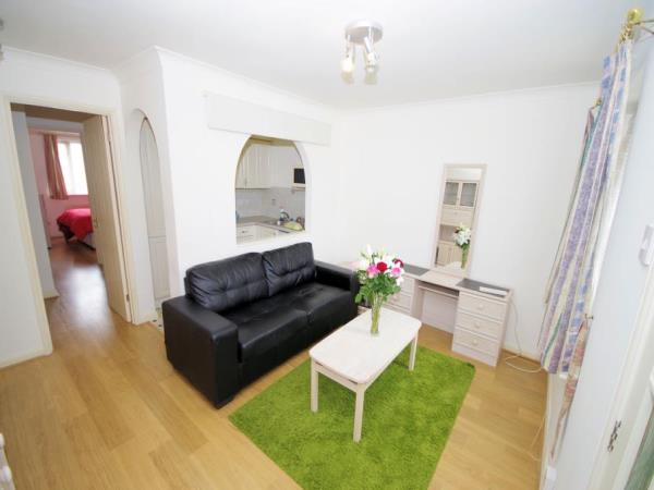 Property & Flats to rent with Bennett & Hall L2L4776-280