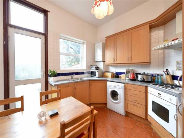 Property & Flats to rent with Bennett & Hall L2L4776-317