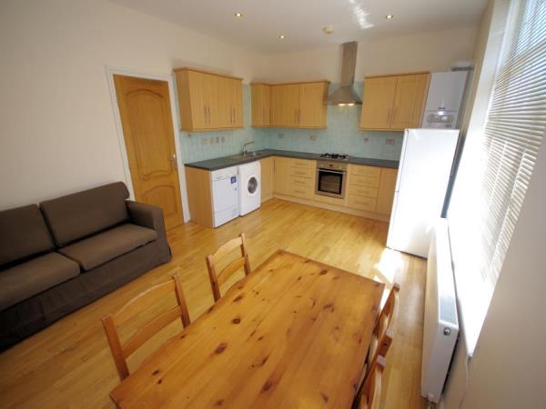 Property & Flats to rent with Bennett & Hall L2L4776-351