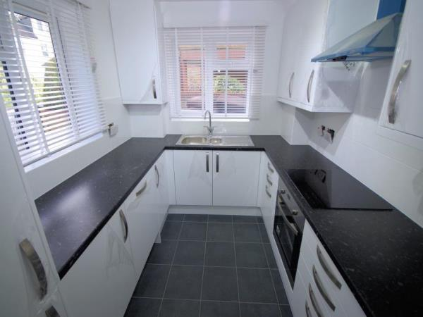 Property & Flats to rent with Bennett & Hall L2L4776-363
