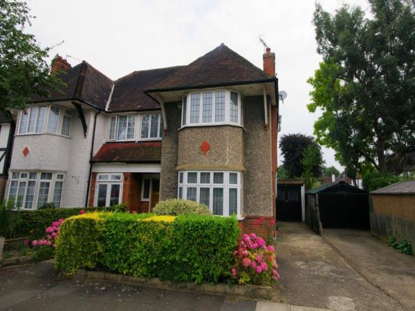 Property & Flats to rent with Bennett & Hall L2L4776-181