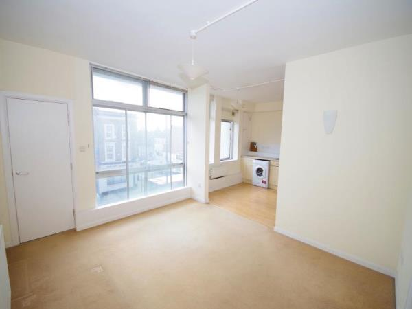 Property & Flats to rent with Bennett & Hall L2L4776-306