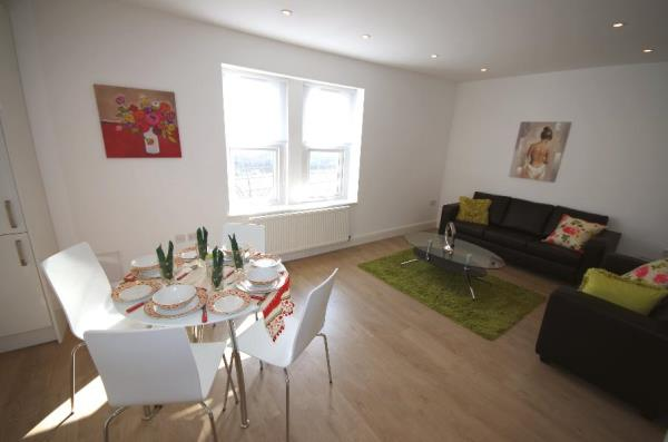 Property & Flats to rent with Bennett & Hall L2L4776-143