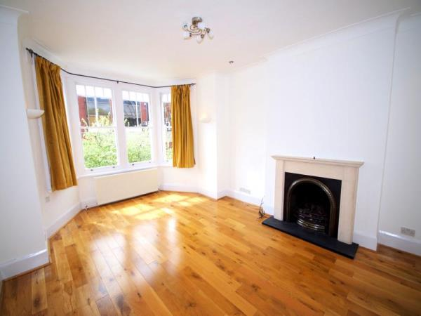 Property & Flats to rent with Bennett & Hall L2L4776-125