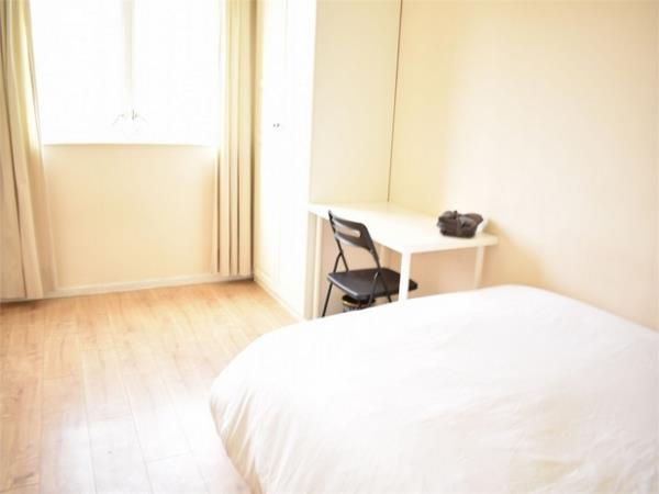 Property & Flats to rent with Hunter & Bloomfield L2L623-396