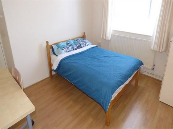 Property & Flats to rent with Hunter & Bloomfield L2L623-421